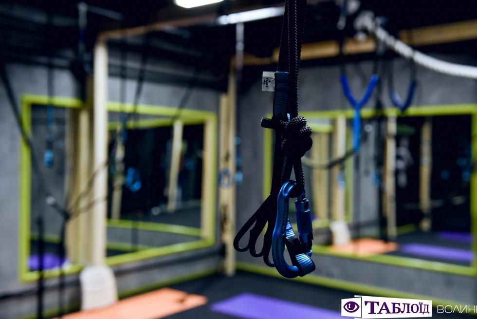 Соляні стовпи, альфа-гравіті та Kangoo Jumps: у Луцьку відкрили особливий спортклуб. ФОТО