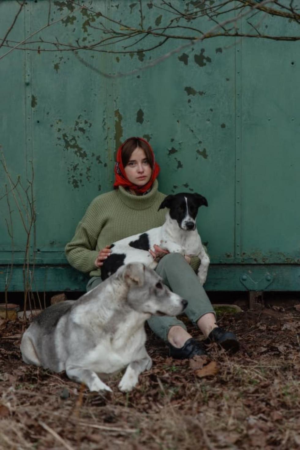 Луцька майстриня показала зворушливі фото із собаками