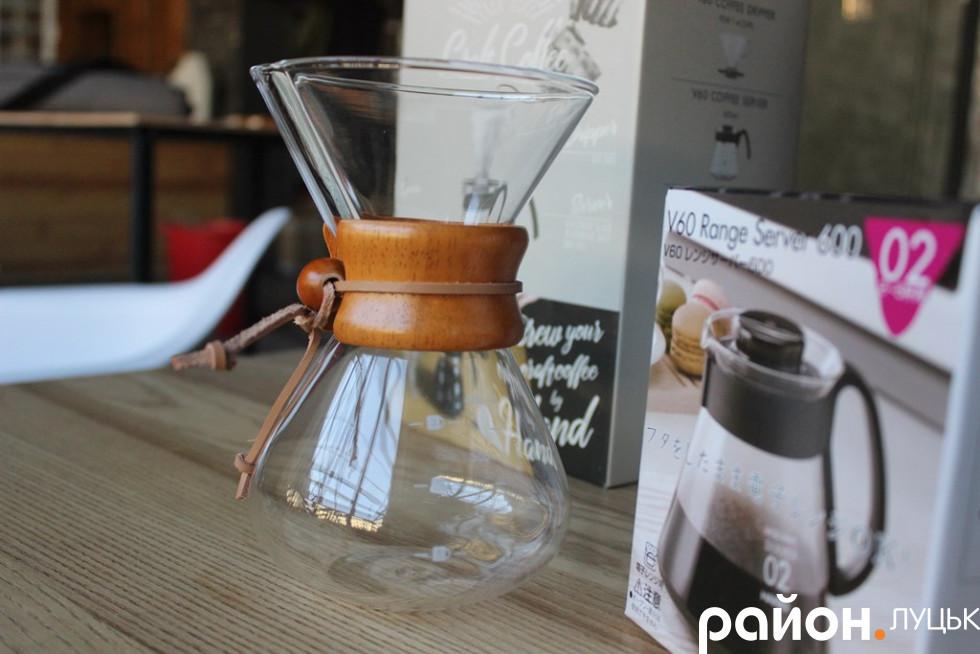 Замовити можна також і посуд для приготування кави