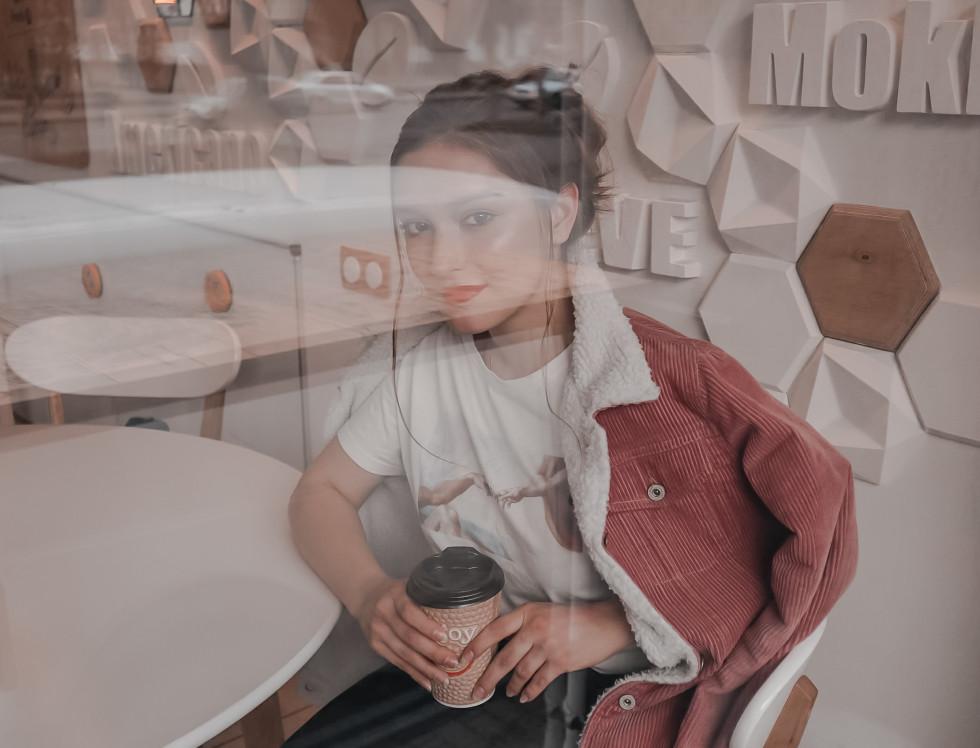 Хвилинка слави: лучанка, яка створює фотосесії за ціною чашки кави