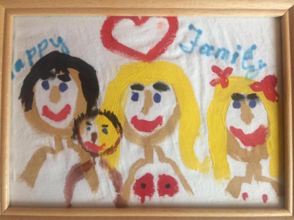 А це весела сім'я Нагорних, де мама Ольга в центрі уваги