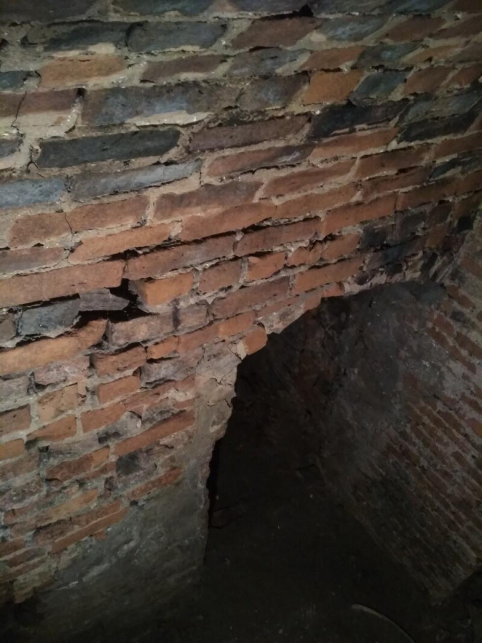 У Луцьку знайшли невідомі підземні кімнати