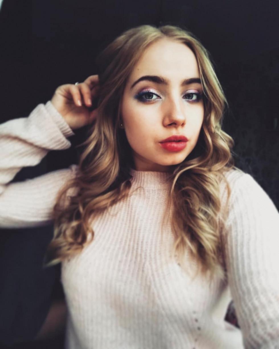 Красуня дня: акторка Яна