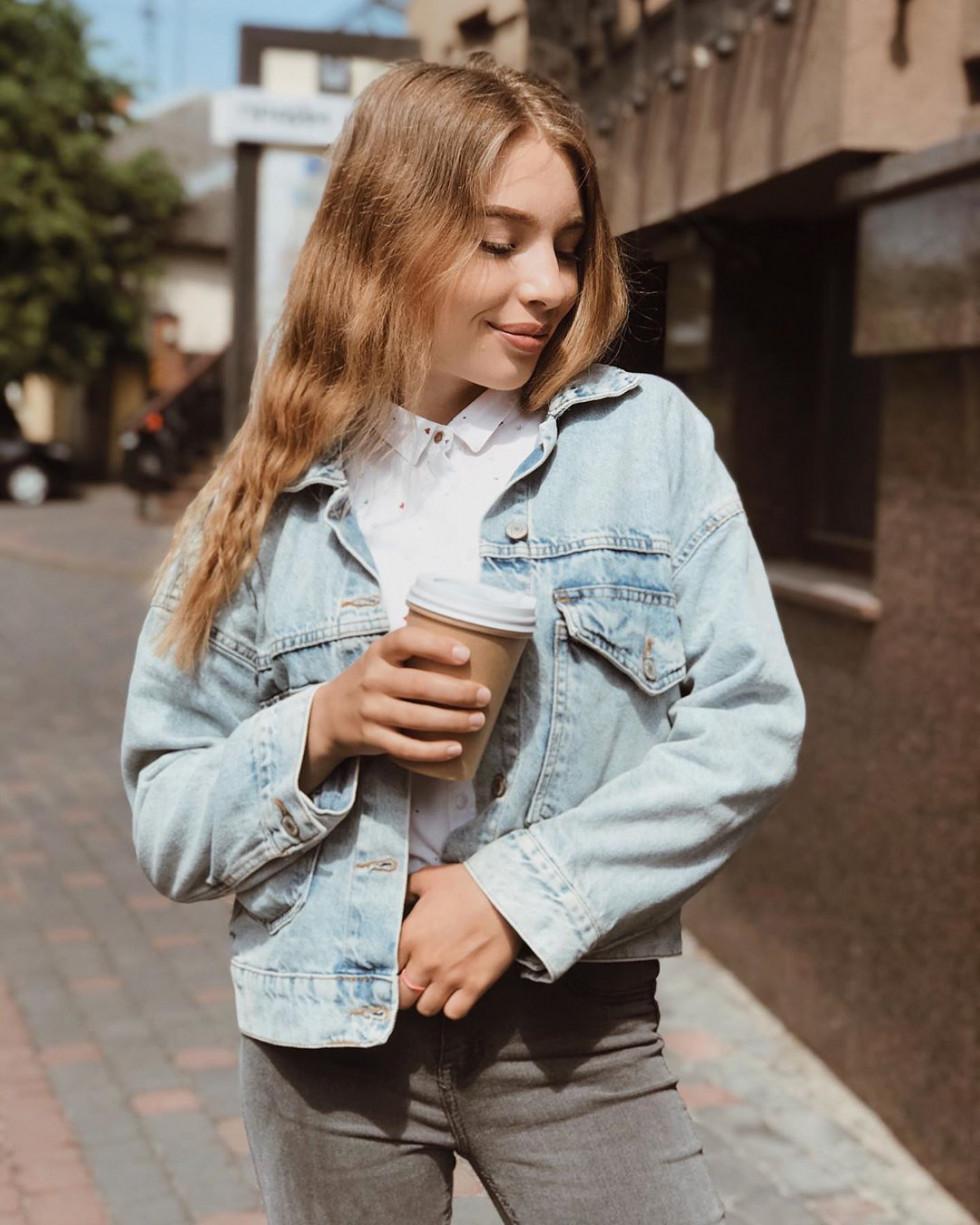 Красуня дня: блогерка Аліна, яка заробляє з 14 років