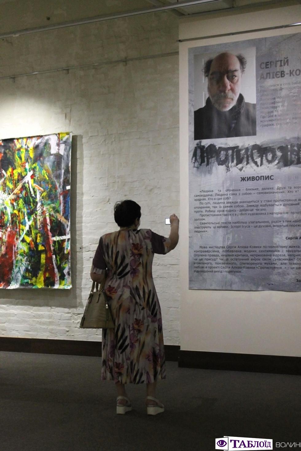 Під метал і народні пісні: митець із Дніпра розповів лучанам, як творить роботи