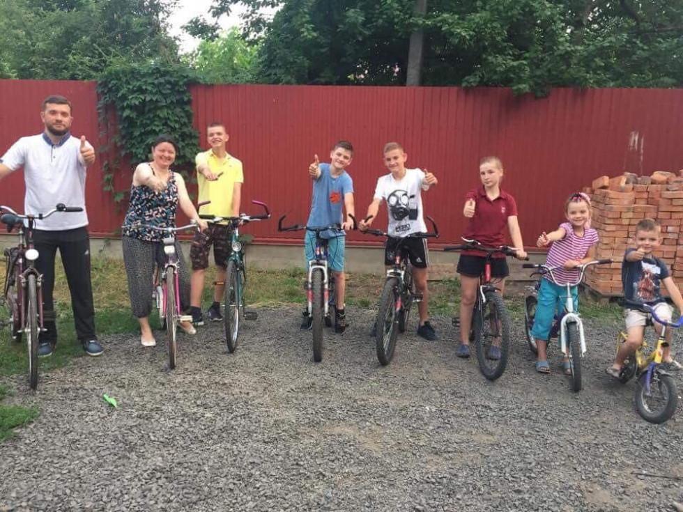 Волинський священник з родиною відкрив велосезон. ФОТО