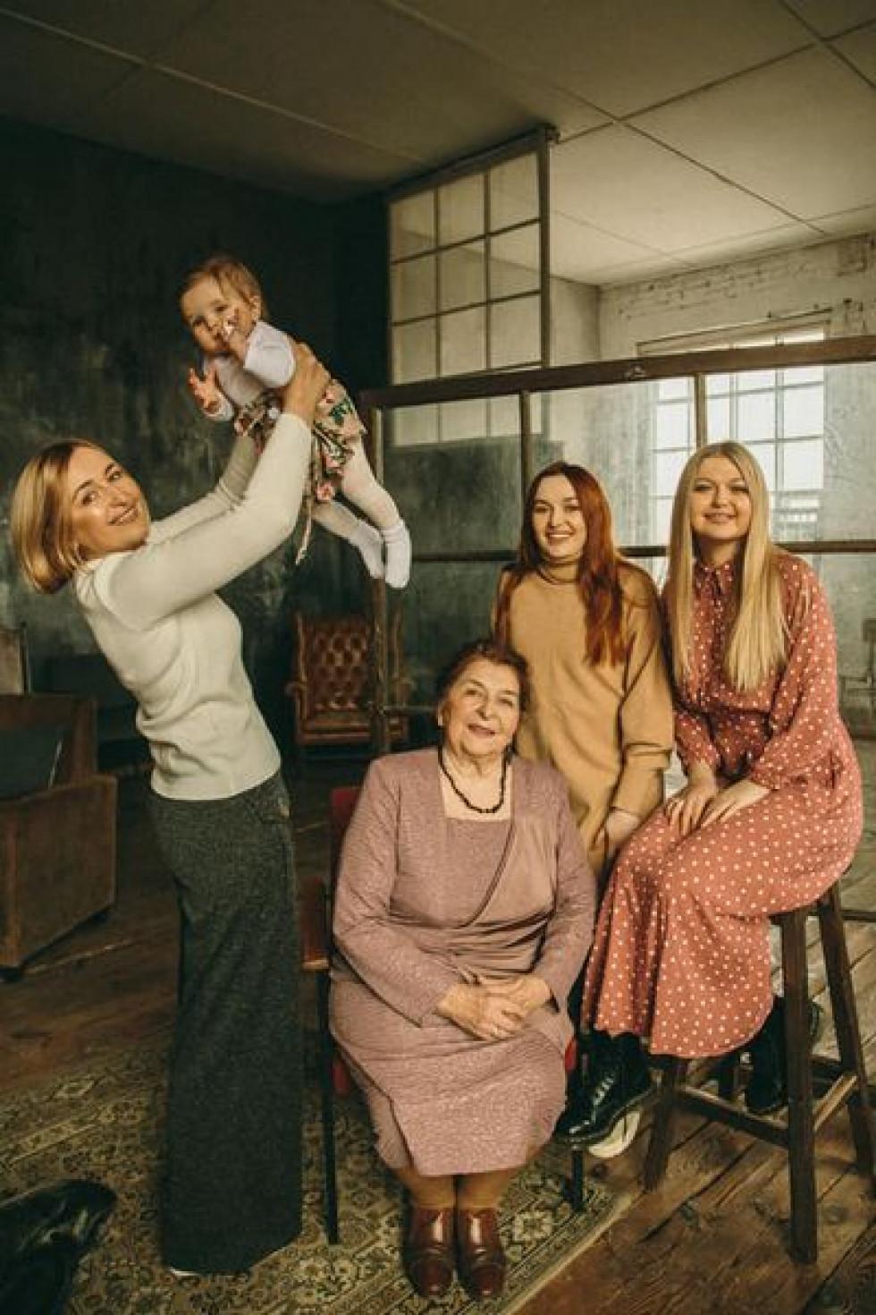 Чотири покоління жінок
