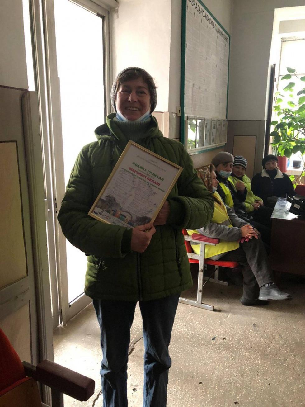 Жителі одного з луцьких районів подякували вуличній прибиральниці