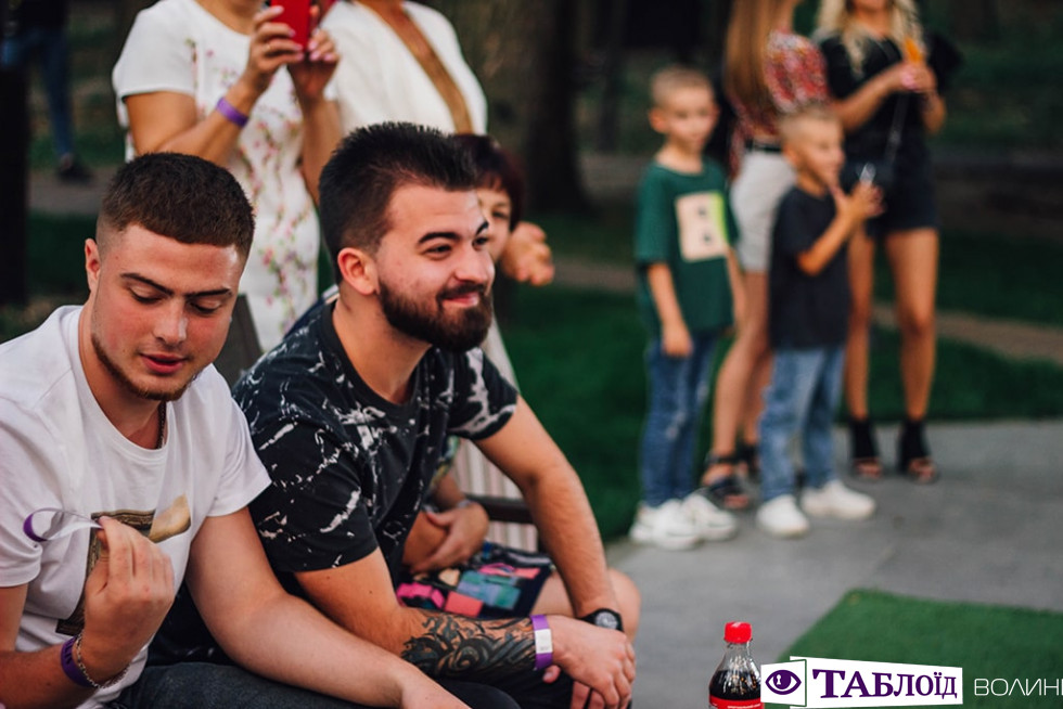 Красуні та красені дня: гламурні гостіMakis Fest
