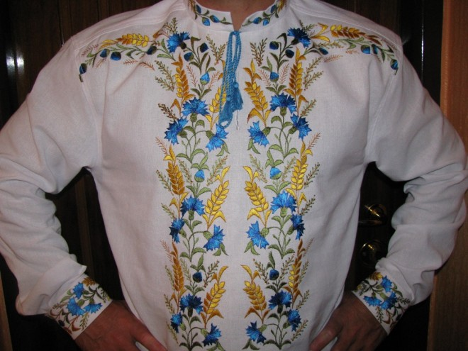 Де лучанам придбати найоригінальніший вишитий одяг та аксесуари 722e2d863f105