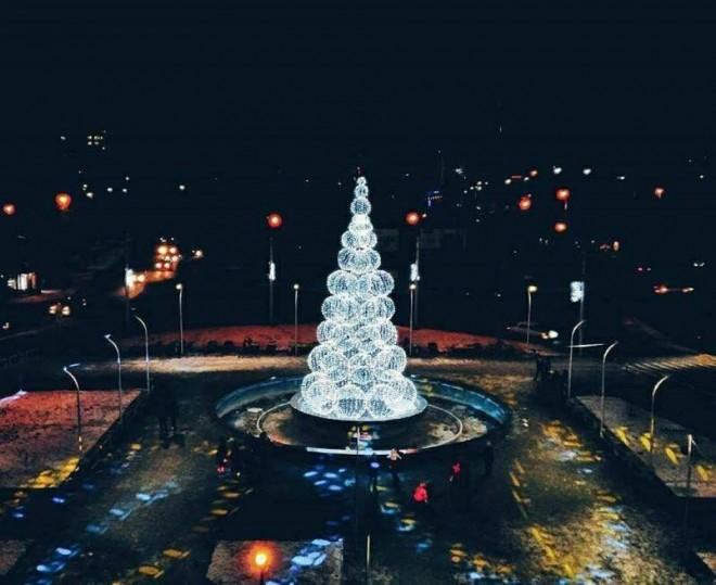 У соцмережах оригінальну луцьку новорічну красуню визнали найкращою в  Україні